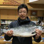 堀新弥さんが釣った62.5cm,4.38kgです