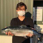 篠原さんのサクラマス53.5cm,2.22kg