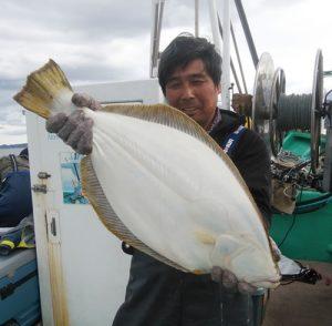別海町の佐藤さんが釣った71cmのヒラメ