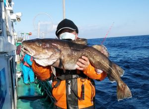 1mの真ダラを釣ったのは札幌市の今野さんです