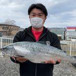 長谷部さんのサクラマスは57cm,2.7kg