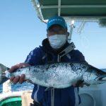 札幌市の石塚さんが浜丸で3kgを釣りました。