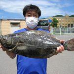 土岐健太さんが照岸で釣ったヒラメ59cm